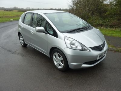 Honda Jazz 1.4 i-VTEC ES 5dr i-SHIFT Auto Hatchback Petrol SilverHonda Jazz 1.4 i-VTEC ES 5dr i-SHIFT Auto Hatchback Petrol Silver at Knightcott Motors Weston-Super-Mare